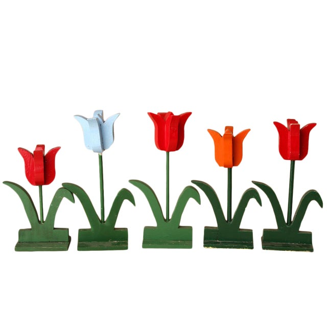 1950s Folk Art Red and Baby Blue Wooden Tulip Display - Set of 5 For Sale