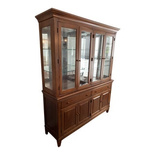 Mid Century Modern Thomasville China Cabinet For Sale