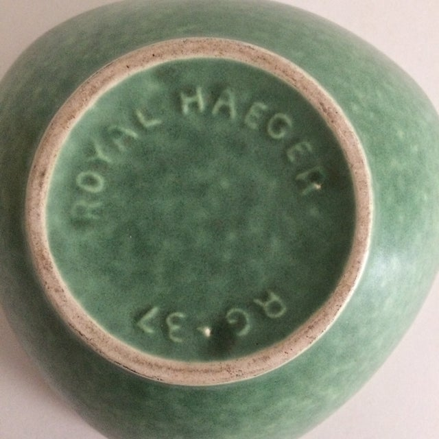 Art Deco 1930s Boho Chic Royal Haeger Green Pottery Bowl For Sale - Image 3 of 6