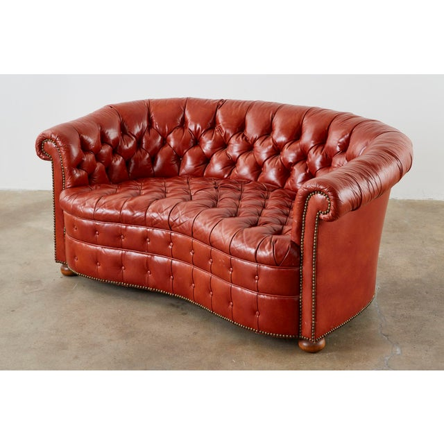 Mid-Century Modern Midcentury English Chesterfield Style Kidney Bean Leather Settee For Sale - Image 3 of 13