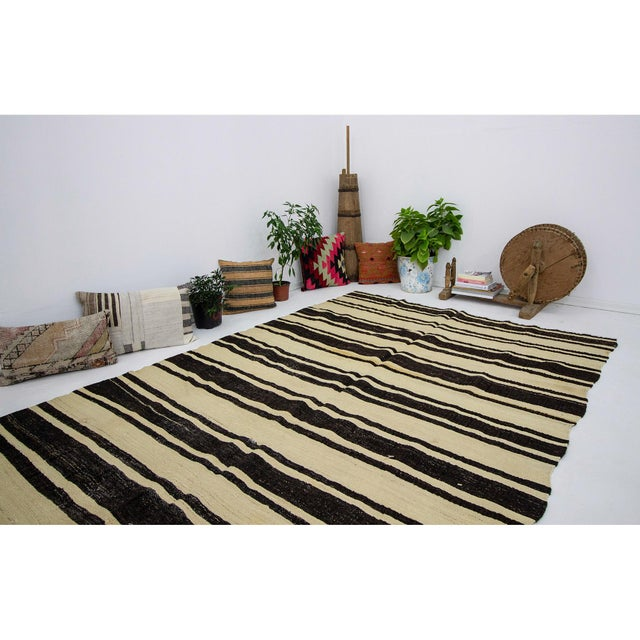 1960s Vintage Striped Natural Kilim Rug- 5′10″ × 11′3″ For Sale In Los Angeles - Image 6 of 7