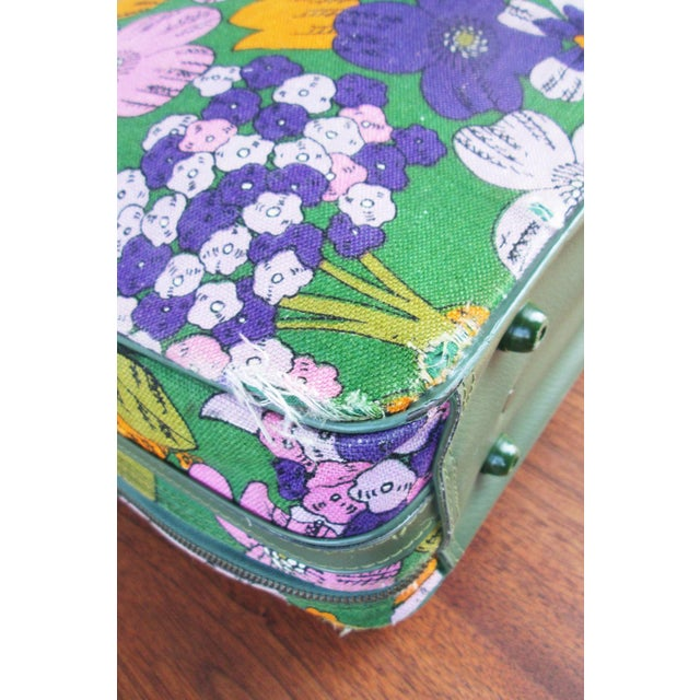 Vintage 60's Floral Fabric Overnight Suitcase - Image 5 of 7
