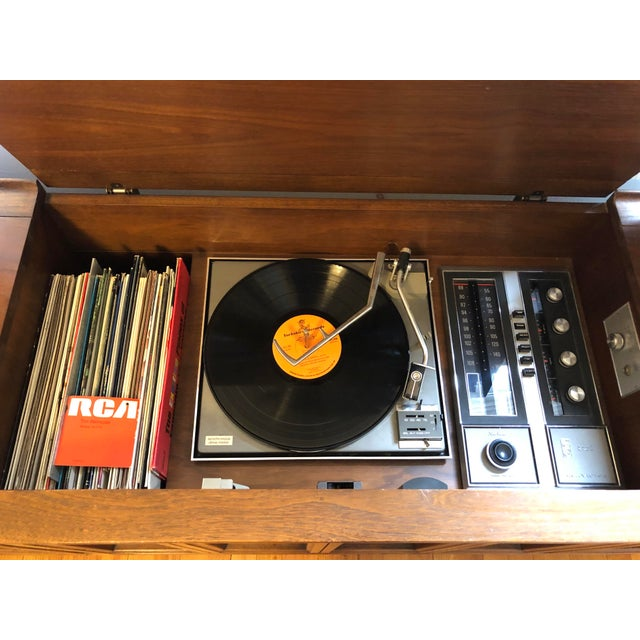 RCA Vintage 1969 RCA Ramsgate Stereo Cabinet For Sale - Image 4 of 9
