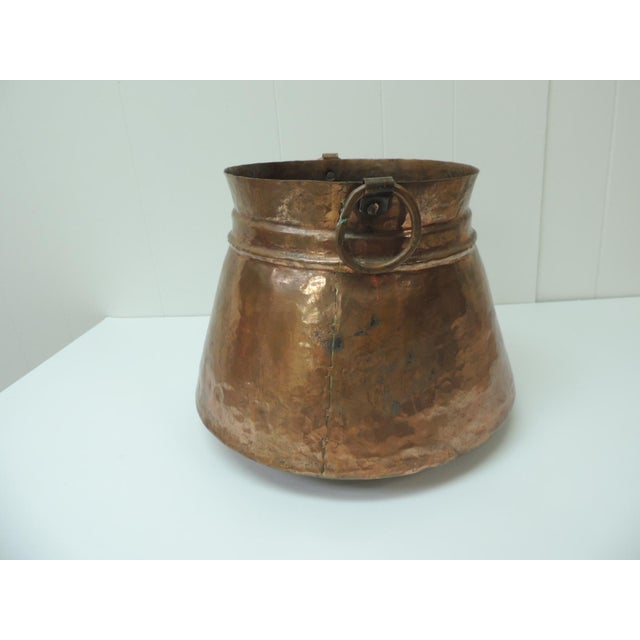Vintage round Moroccan polished copper decorative cachepot with handles. Size: 12.5 x 12.5 x 9.5 H.
