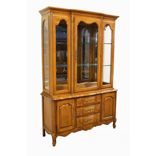 """Thomasville Furniture Tableau Collection French Provincial 50"""" China Cabinet For Sale - Image 12 of 12"""