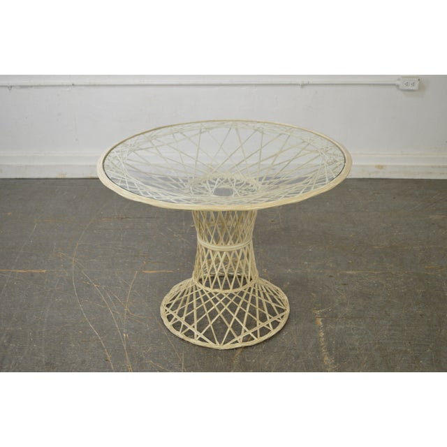 Russell Woodard Spun Fiberglass Table & Chairs - Set of 5 For Sale - Image 9 of 11