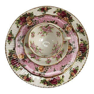 Pink Floral Mixed Fine Porcelain Place Setting - Set of 4 For Sale