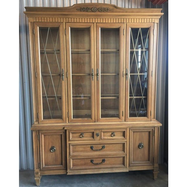 Brown 1960s French Provincial Thomasville China Cabinet For Sale - Image 8 of 8