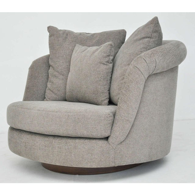 Milo Baughman Pair of Large Milo Baughman Swivel Chairs For Sale - Image 4 of 9