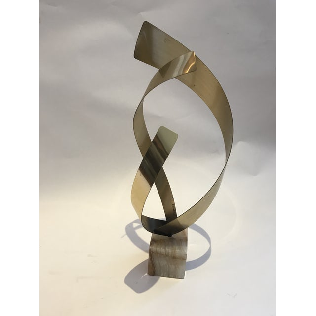 Curtis Jere Curtis Jere Mid-Century Hollywood Regency Brass an Onyx Ribbon Table Sculpture For Sale - Image 4 of 13