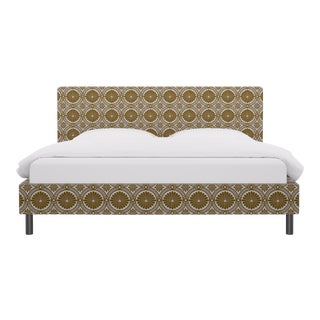 King Tailored Platform Bed in Gold Lellani For Sale