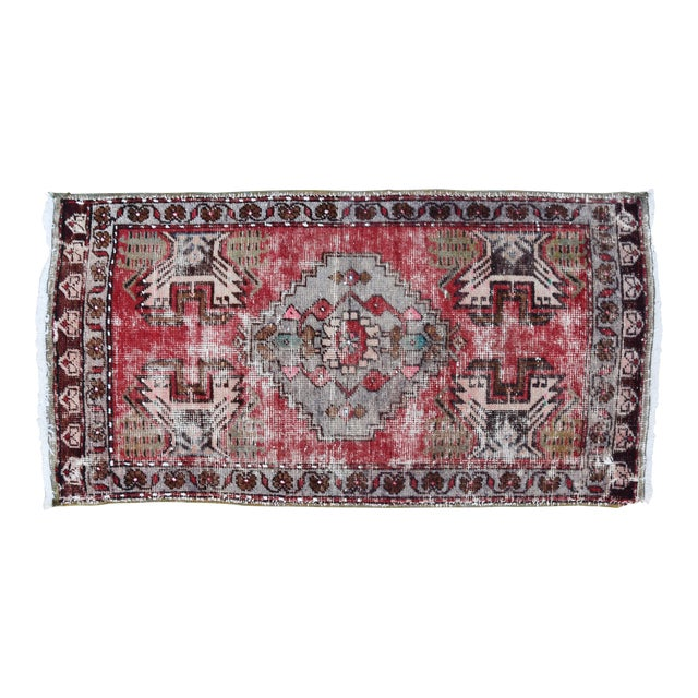 """Early 20th Century Turkish Muted Reds Accent Rug - 1'9"""" X 3'5"""" For Sale"""