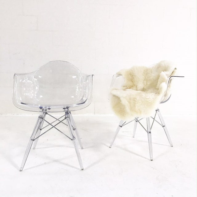 Mid-Century Style Lucite Chairs with Ivory Brazilian Sheepskin Throws - Pair For Sale - Image 5 of 7