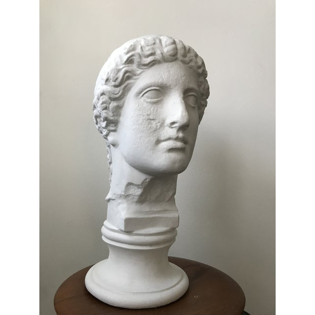 Vintage plaster bust of women in excellent vintage condition. Would be lovely on a mantel or pedestal.