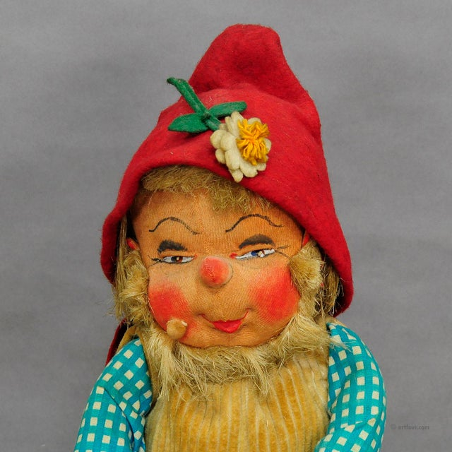 Early 20th Century A Pair Of Whimsical Handmade Felt Gnomes, Germany Ca. 1930 For Sale - Image 5 of 9