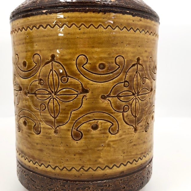 """1960s Aldo Londi for Bitossi Mid-Century """"Spagnolo"""" Brown and Mustard Vase For Sale - Image 5 of 13"""