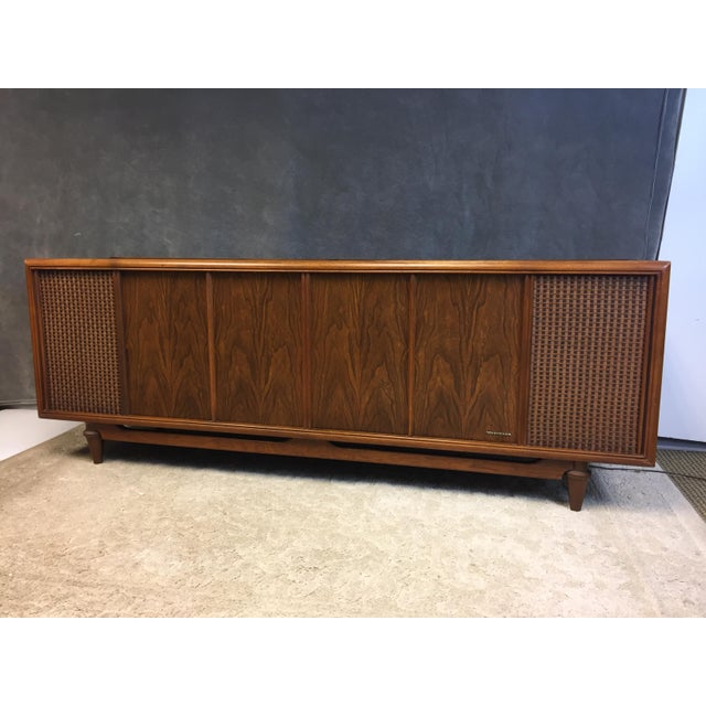 VINTAGE 1960s RECORD CONSOLE. Danish Modern streamlined style. Piece was plugged in and we were able to get the AM/FM...