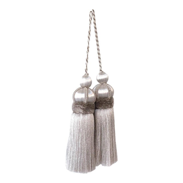 """Pair of Silver Key Tassels With Cut Ruche - 5.75"""" For Sale"""
