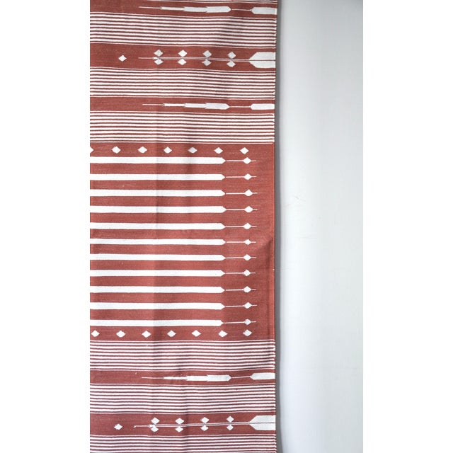 """2010s Contemporary Handwoven """"Alwar Rusty Rose"""" Area Rug - 4′ × 6′ For Sale - Image 5 of 7"""