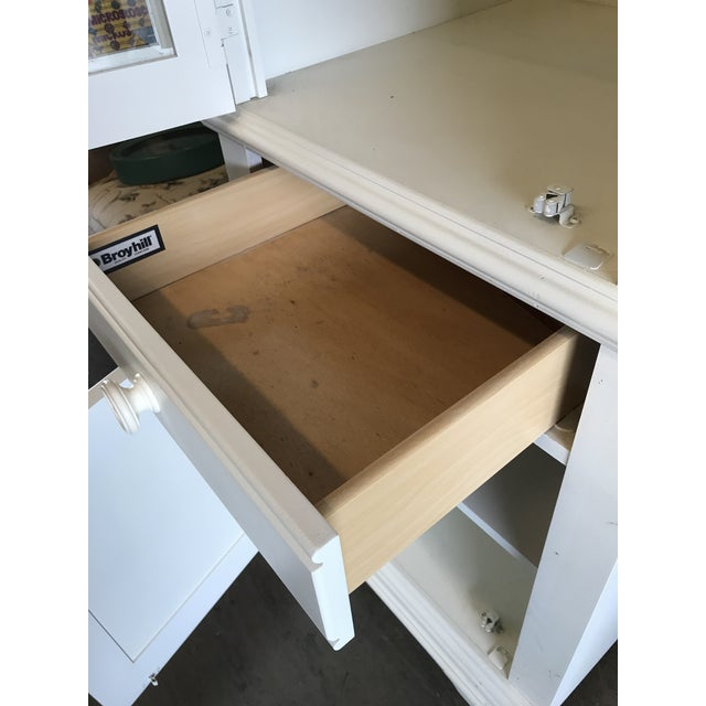 2010s Broyhill Furniture Beach Cottage Style Cabinet For Sale - Image 5 of 11