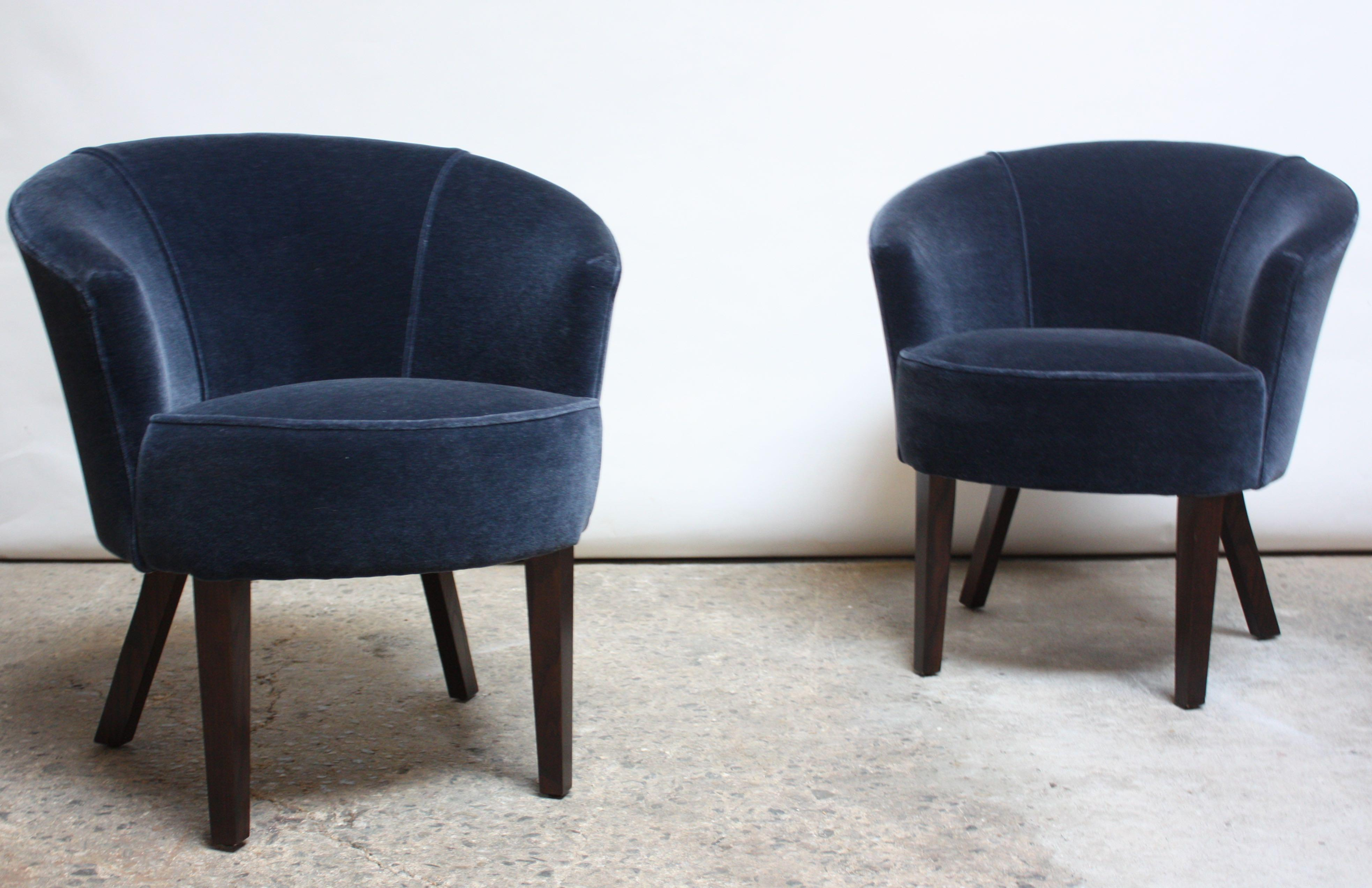 Pair Of English George Smith U0027Petworthu0027 Tub Chairs In Mohair For Sale In New