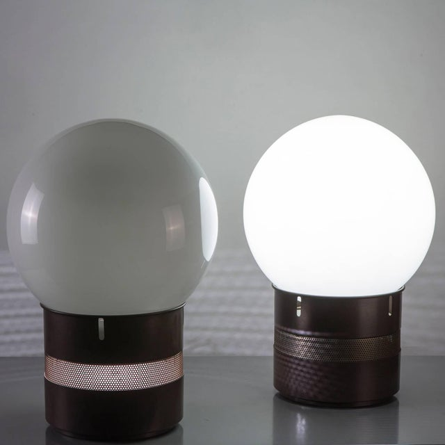 """Italian Pair of """"Mezzo Oracolo"""" Table Lamps by Gae Aulenti for Artemide For Sale - Image 3 of 9"""