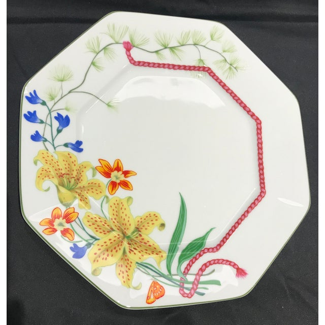 """White 1990s Lynn Chase """"Flores"""" Assorted Colors Dinner Plates - Set of 14 For Sale - Image 8 of 12"""