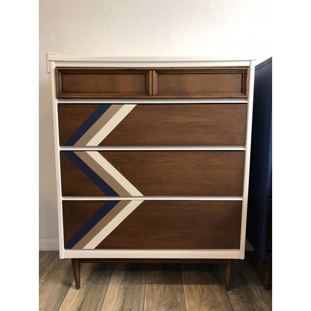 Abstract Expressionism Vintage Bassett Mid Century Chest of Drawers & Night Stand - Set of 3 For Sale - Image 3 of 11
