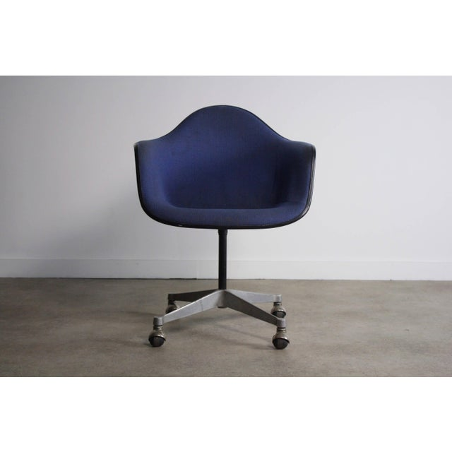 Charles Eames for Herman Miller Mid-Century Chair For Sale - Image 5 of 6