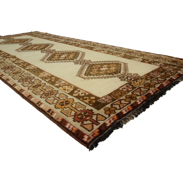 75040 Vintage Persian Shiraz Rug with Tribal Style 03'09 X 06'08 .This hand-knotted wool vintage Persian Shiraz rug...