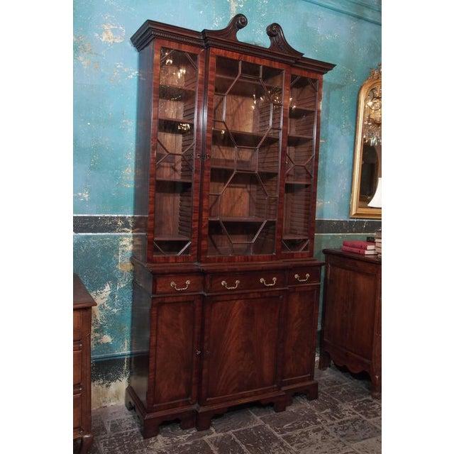 Antique English mahogany small breakfront bookcase, Georgian style, circa 1860.
