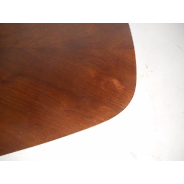 Mid-Century Modern Oval Coffee Table For Sale In New York - Image 6 of 12