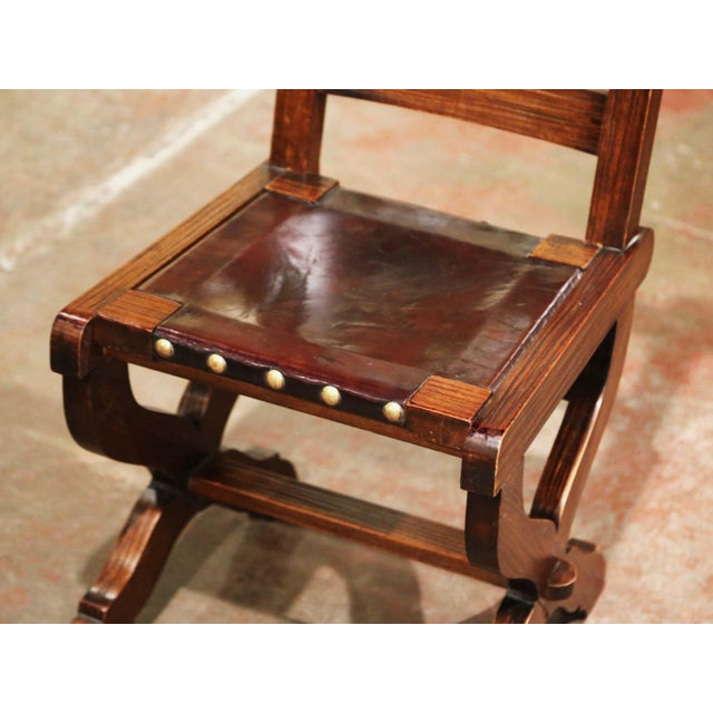 Late 20th Century Spanish Carved Oak and Leather Dining Chairs, Set of 6 Side Chairs 2 Armchairs For Sale - Image 5 of 9