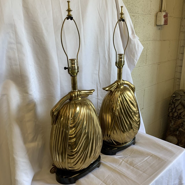 """Chapman Manufacturing Company Chapman Brass """"Sacks of Gold"""" Ribbon Table Lamps - a Pair For Sale - Image 4 of 13"""