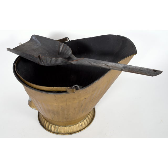 Mid-20th century coal scuttle fire place bucket with scooper. The coal scuttle bucket is in excellent vintage used...