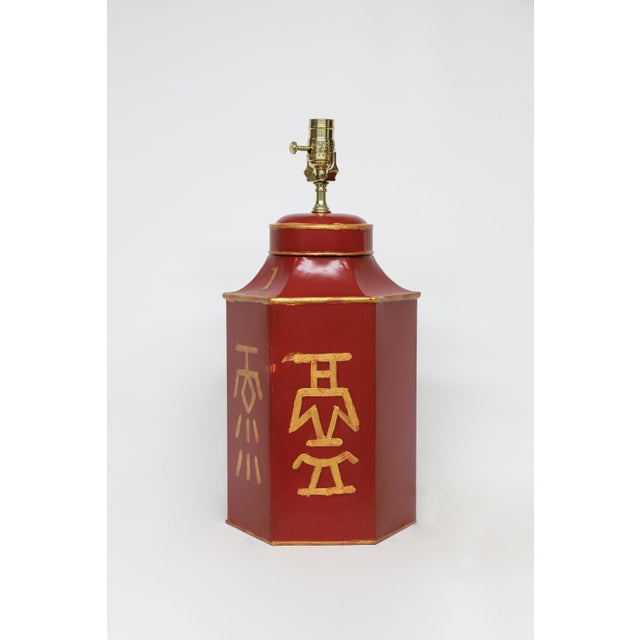 "Chinoiserie Vintage Red Painted Chinese Characters Tole Tea Caddy Lamp ""No.1"" For Sale - Image 3 of 7"