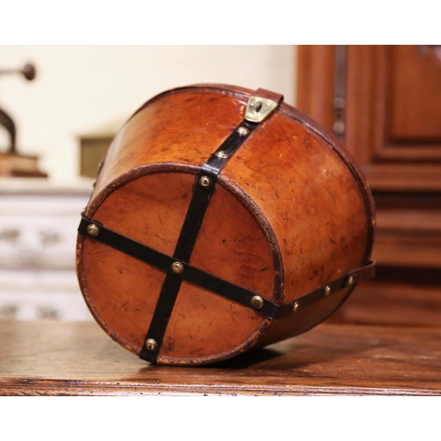 Mid-19th Century French Oval Pigskin Leather Top Hat Box From Paris For Sale - Image 10 of 11