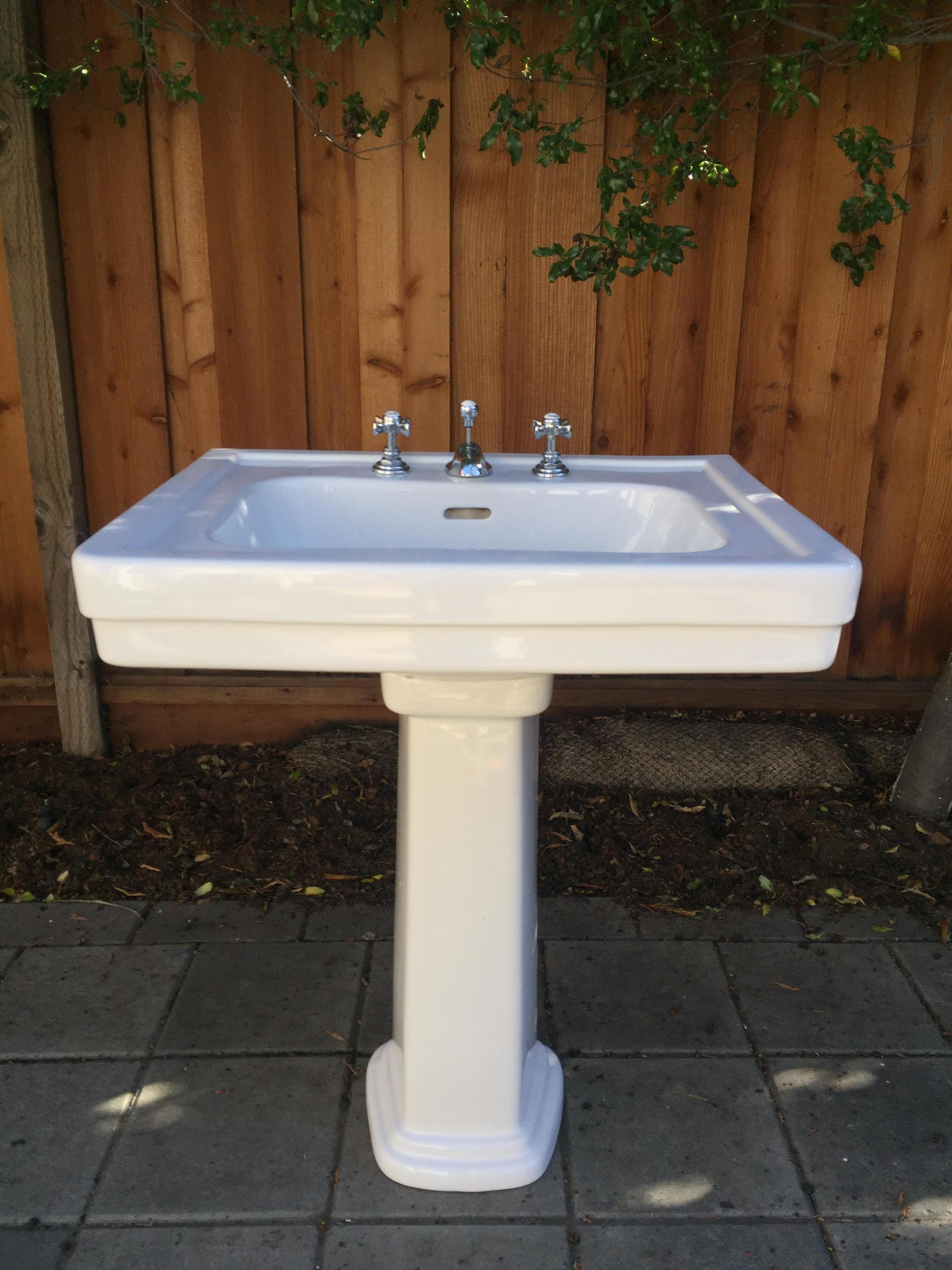 This Sink Pedestal Is A Traditional Style With A Spacious Basin, Large  Backsplash, And