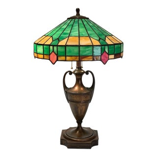 1920's Pairpoint Table Lamp With Stained Glass Shade of Green, Amber and Rose For Sale