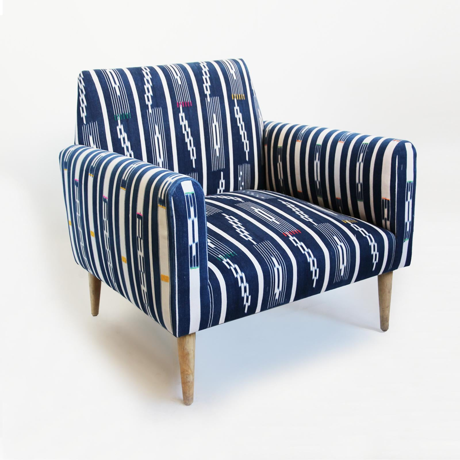 Merveilleux Boho Chic Indigo Ikat Adire Arm Chair For Sale   Image 3 Of 5