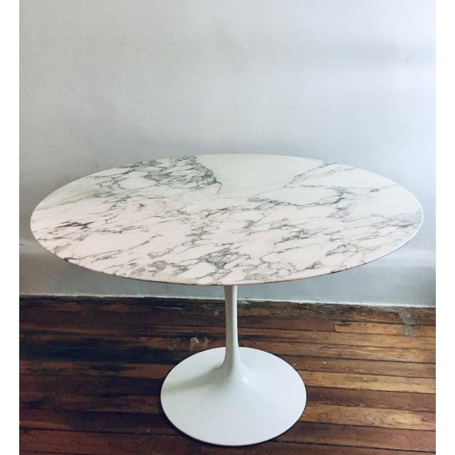 "Knoll Mid Century Modern Eero Saarinen Knoll 48"" Tulip Marble Dining Table For Sale - Image 4 of 10"