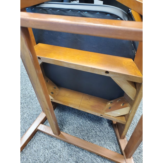 1970s Vintage Wooden Mid Century Modern Gunlocke Co. Floating Accent Desk Arm Chair For Sale - Image 5 of 7