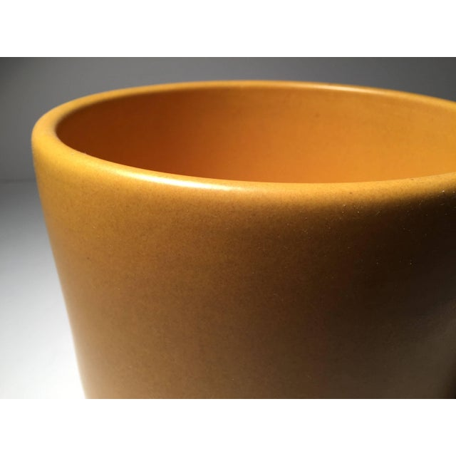 Gainey Pottery Vintage Gainey Ceramics Planter Jardiniere in a Desirable Butternut Squash Color For Sale - Image 4 of 9