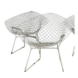 1950s Vintage Harry Bertoia for Knoll Modern Diamond Chairs - A Pair For Sale