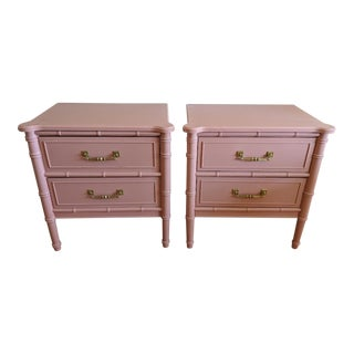 1970s Chinoiserie Thomasville High Gloss Coral Faux Bamboo Nightstands - a Pair For Sale