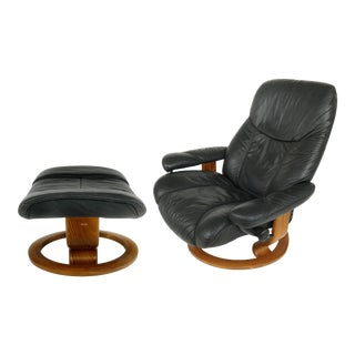 Ekornes Stressless Reclining Leather Lounge Chair & Ottoman For Sale