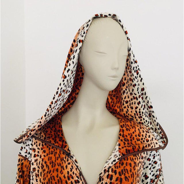 1970s 1970s Moroccan Hooded Caftan Animal Print Djellabah Kaftan For Sale - Image 5 of 12