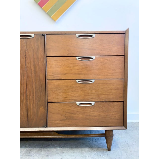 Mid-Century Modern Mid Century Modern Nine Drawers Dresser For Sale - Image 3 of 11