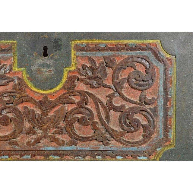 Antique Indonesian Hand-Carved and Painted Trunk with Foliage's, 19th Century For Sale - Image 4 of 9