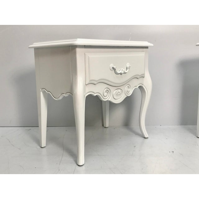 1960s Vintage Ethan Allen French Style Nightstands - a Pair For Sale - Image 5 of 10